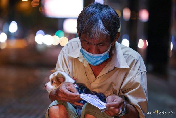 Chùm ảnh cảm xúc nhất lúc này: Thương lắm những người vô gia cư, nhưng Sài Gòn ơi, sẽ giãn cách mà không xa cách!-1