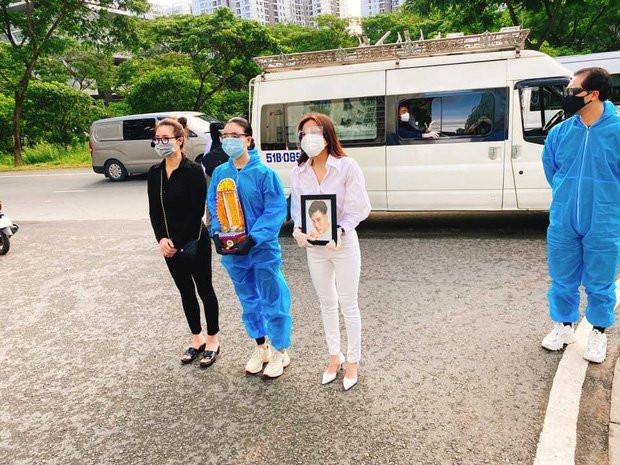 Lễ hoả táng cố diễn viên Đức Long: Kiều Minh Tuấn xót xa nói lời vĩnh biệt, Cao Thái Hà lặng người bên di ảnh bạn thân-5