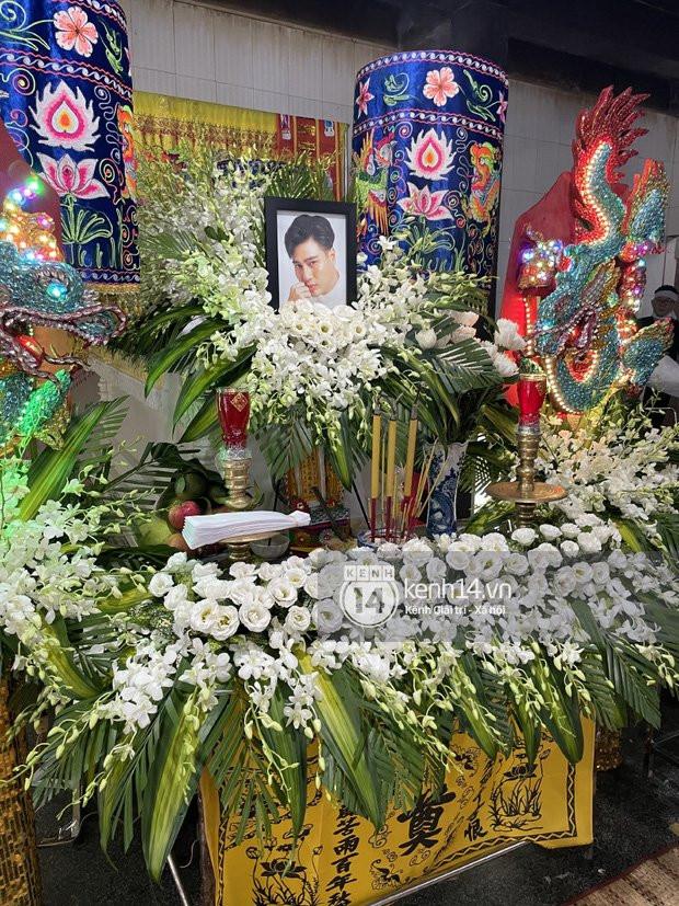 Lễ hoả táng cố diễn viên Đức Long: Kiều Minh Tuấn xót xa nói lời vĩnh biệt, Cao Thái Hà lặng người bên di ảnh bạn thân-3