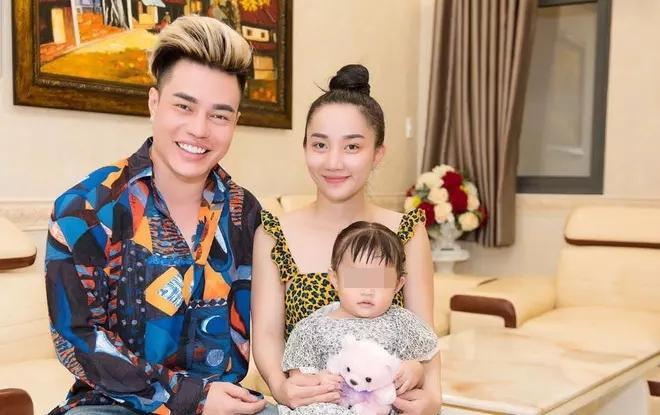 Vợ Lê Dương Bảo Lâm bị chỉ trích để con ngồi ghế lái ô tô-8