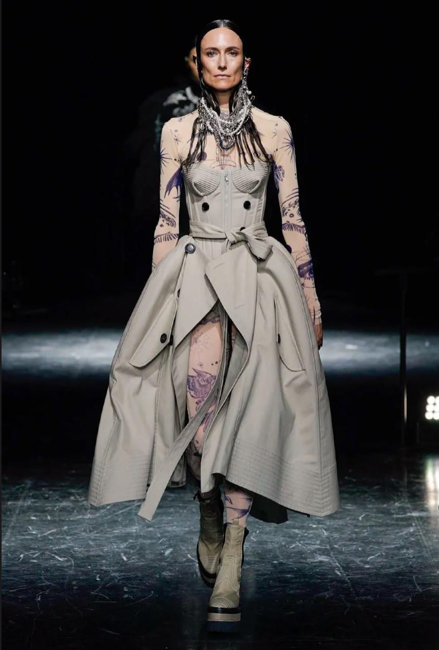 Jean Paul Gaultier và sự trở lại sàn catwalk huy hoàng, ấn tượng - 6