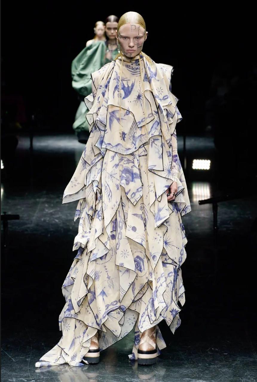 Jean Paul Gaultier và sự trở lại sàn catwalk huy hoàng, ấn tượng - 3