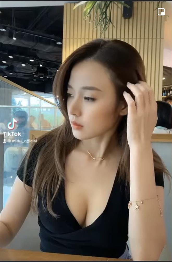 Midu show hẳn clip bikini sexy chứng minh vòng 1 đẹp không có sửa ha-4