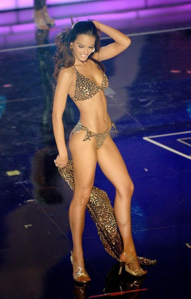 Số đo khác biệt của Miss Universe: Người lép kẹp, người chạm ngưỡng 1m-5