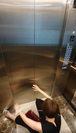 Pha Lê bị quay lén cảnh say xỉn quẩy banh thang máy-3