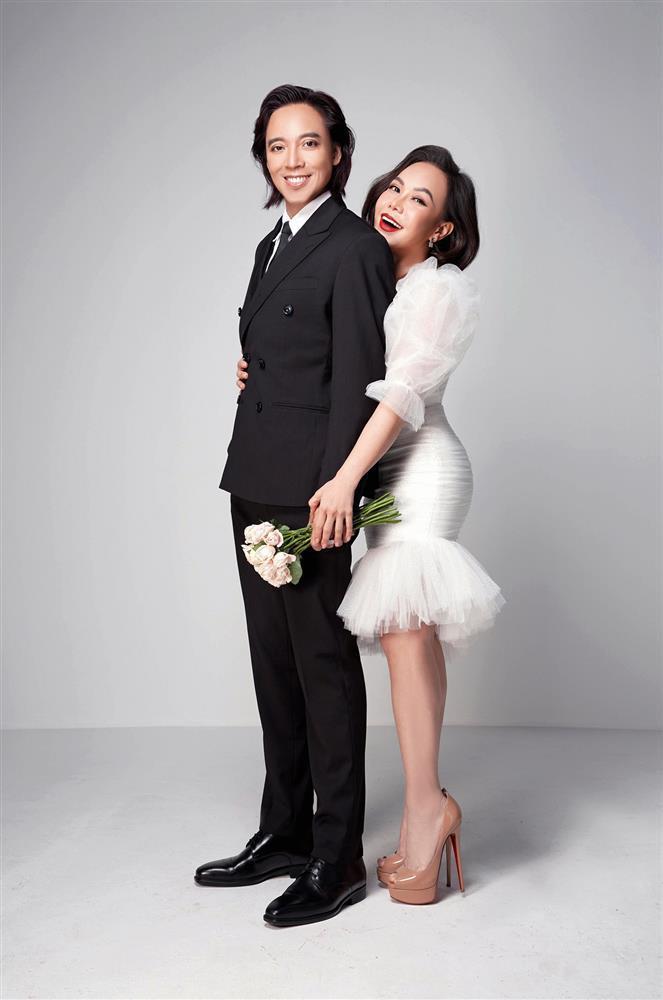 Việt Hương kỷ niệm 15 năm cưới, dân mạng soi đường cong nguy hiểm-1