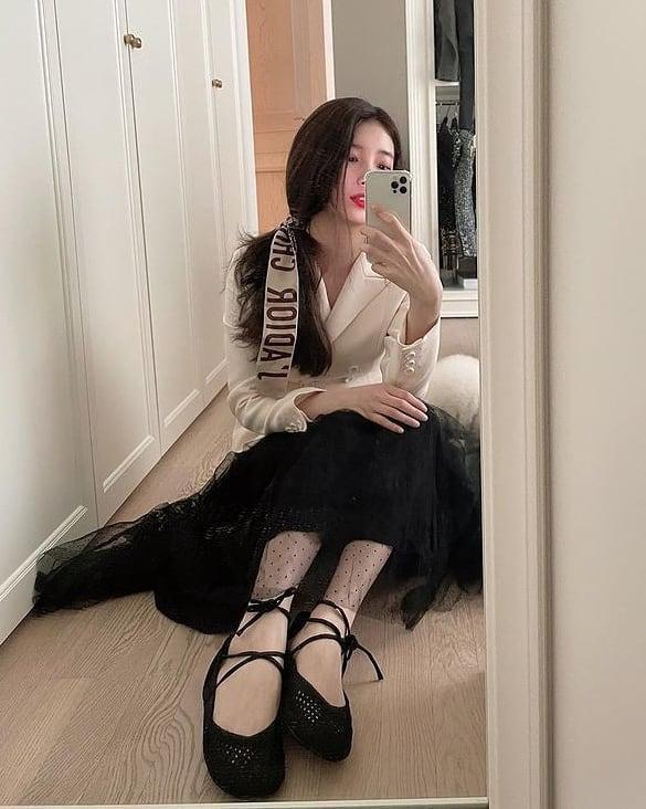 Hoa hậu Tiểu Vy mặc chiếc áo jacket huyền thoại của Dior, khoe thần thái chuẩn quốc tế - 5