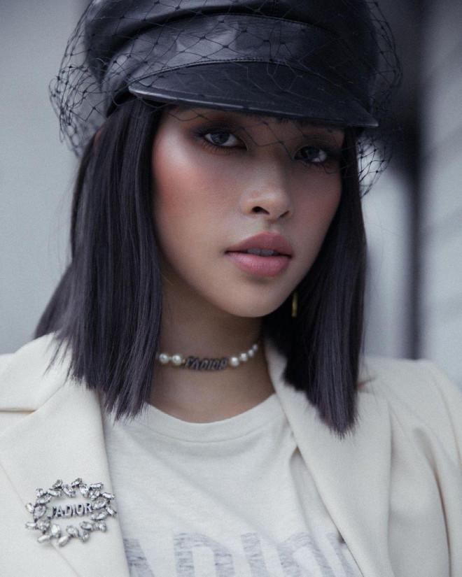 Hoa hậu Tiểu Vy mặc chiếc áo jacket huyền thoại của Dior, khoe thần thái chuẩn quốc tế - 3