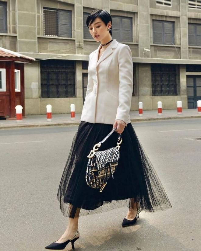Hoa hậu Tiểu Vy mặc chiếc áo jacket huyền thoại của Dior, khoe thần thái chuẩn quốc tế - 7