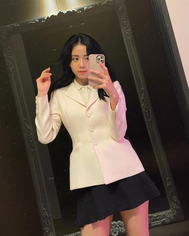 Hoa hậu Tiểu Vy mặc chiếc áo jacket huyền thoại của Dior, khoe thần thái chuẩn quốc tế - 10