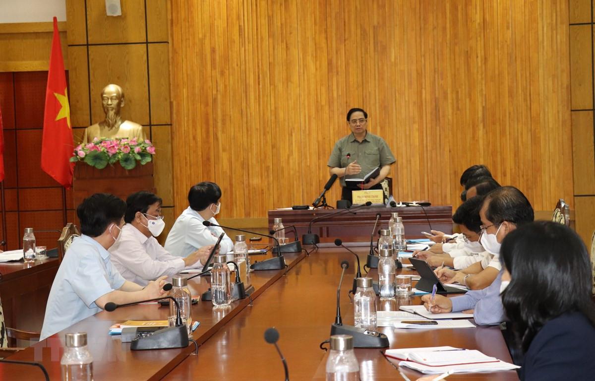 Thủ tướng Phạm Minh Chính phát biểu kết luận tại buổi làm việc. (Ảnh: Lê Đức Hoảnh/TTXVN)