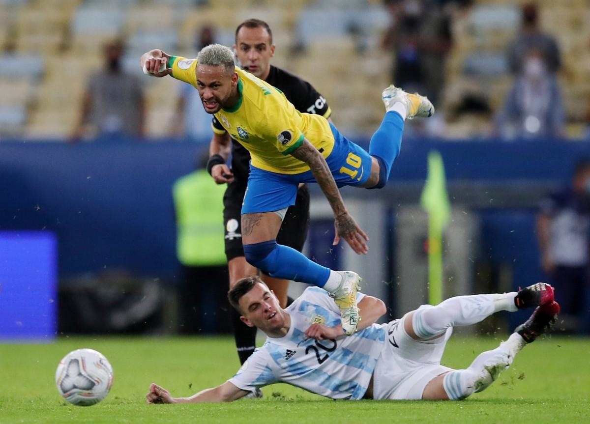 Neymar là cầu thủ bị phạm lỗi nhiều nhất trên sân.