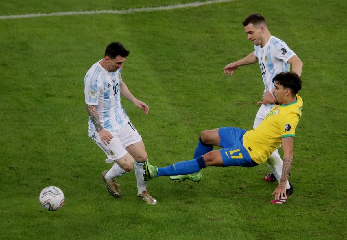 Trận đấu diễn ra căng thẳng với những tình huống vào bóng quyết liệt của cả 2 đội. (Ảnh: Reuters).