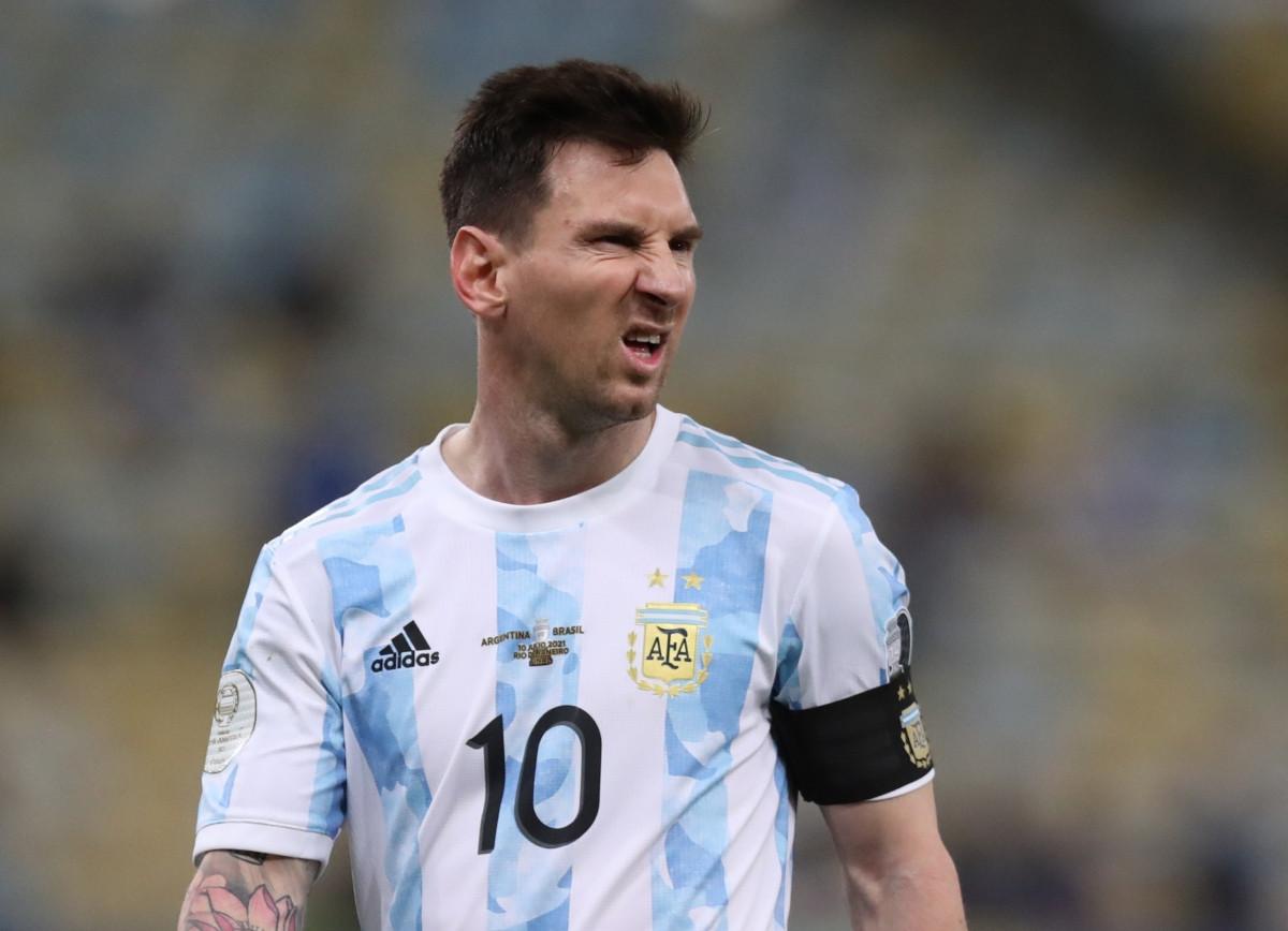 Messi chơi không nổi bật nhưng chỉ còn cách danh hiệu đầu tiên cùng ĐT Argentina hơn 20 phút nữa. (Ảnh: Reuters).
