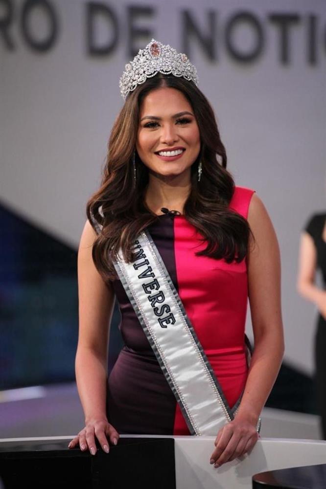 Hoa hậu Hoàn vũ Thế giới nhiều lần tự dìm dáng, tố nhược điểm đô vật-7