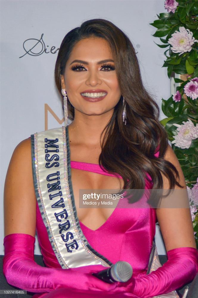 Hoa hậu Hoàn vũ Thế giới nhiều lần tự dìm dáng, tố nhược điểm đô vật-9