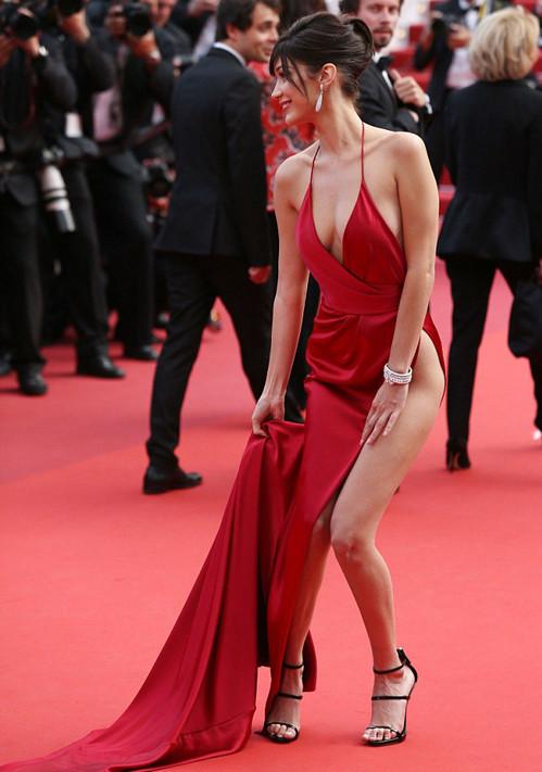 Hot girl hàng đầu Hollywood gây sốc khi lấy