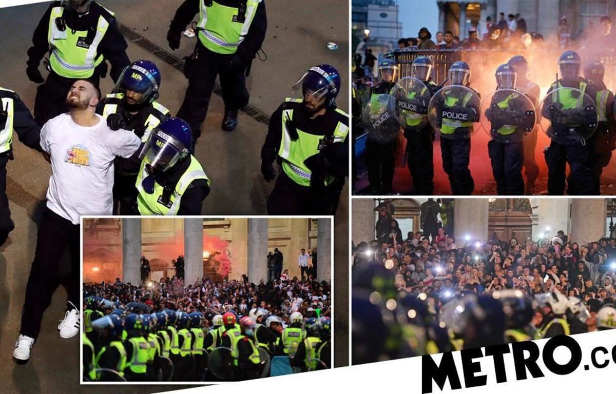 Cảnh sát London đã thực hiện hàng chục vụ bắt giữ khi bạo lực và bất ổn bùng phát trong trận chung kết EURO 2020 giữa Anh và Italy tại Wembley (Ảnh: Getty/PA)