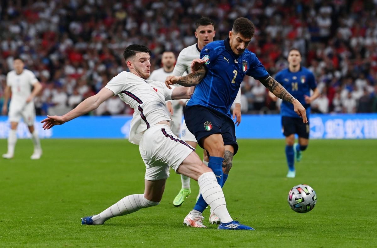 Italia đang gặp vô vàn khó khăn trong việc tìm kiếm đường vào khung thành thủ môn Pickford. (Ảnh: Reuters).