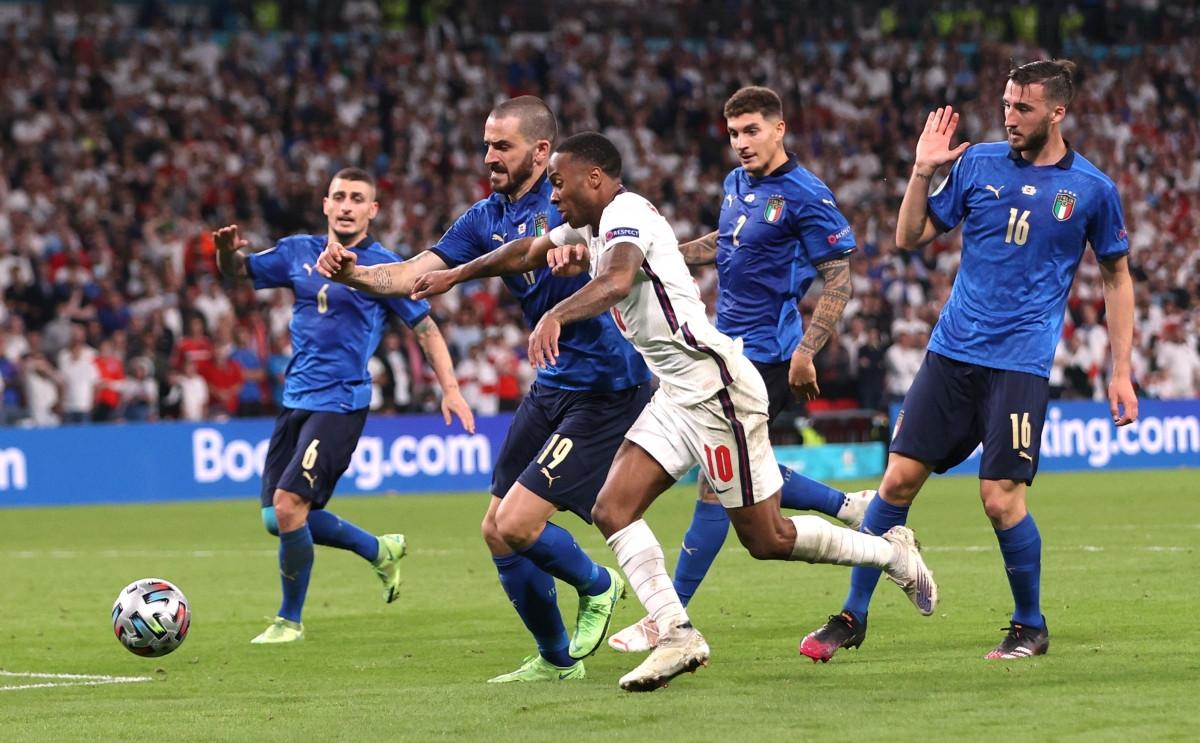 Italia và Anh bước vào phân định thắng thua trong hiệp phụ. (Ảnh: Reuters).