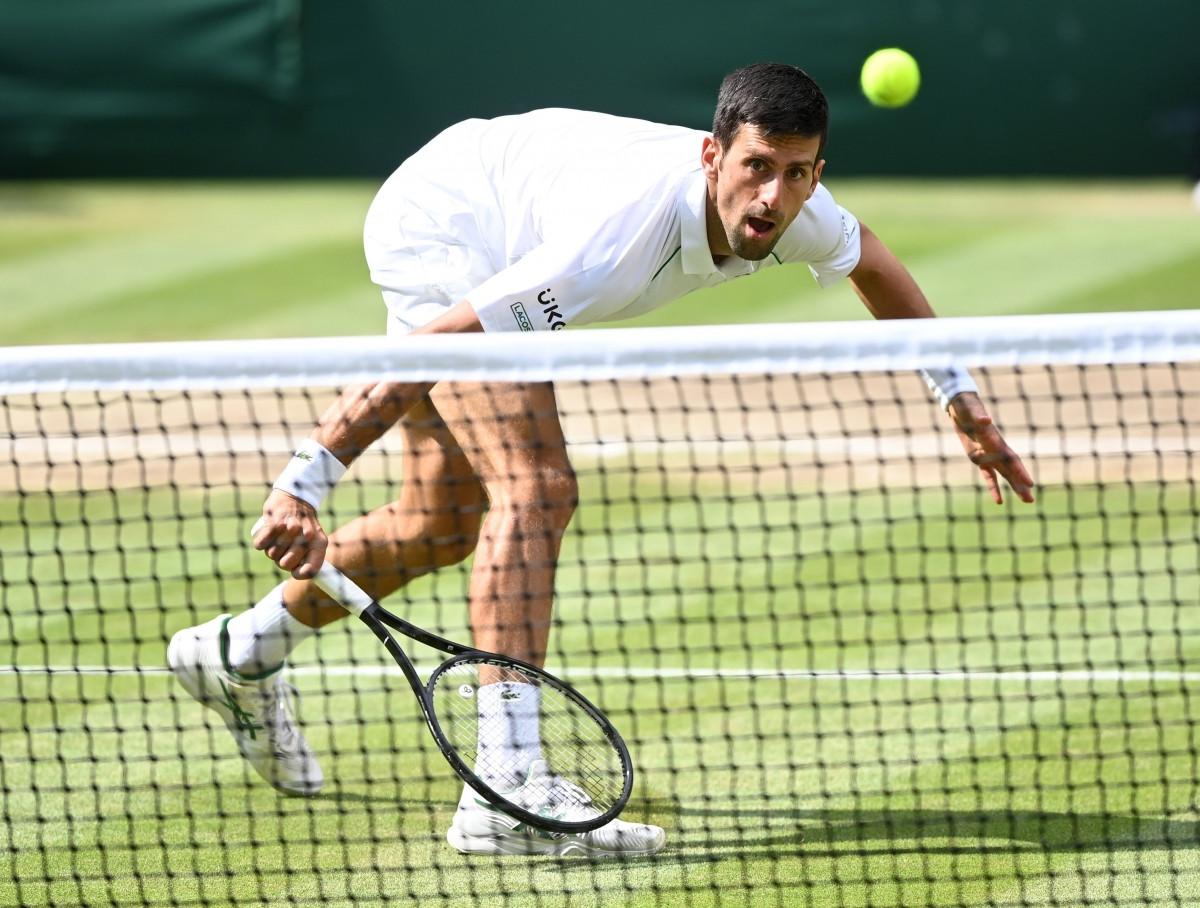 Djokovic chơi không thật sự ấn tượng xuyên suốt cả trận chung kết nhưng vẫn đăng quang ở Wimbledon 2021. (Ảnh: Reuters).
