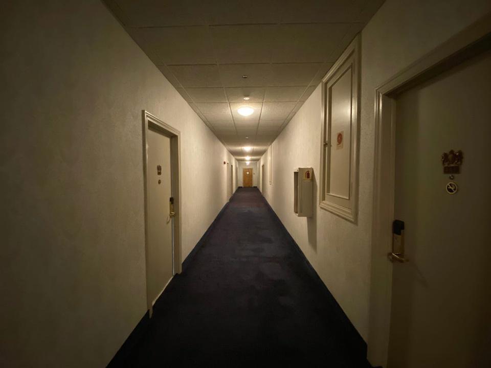 Khám phá bên trong khách sạn