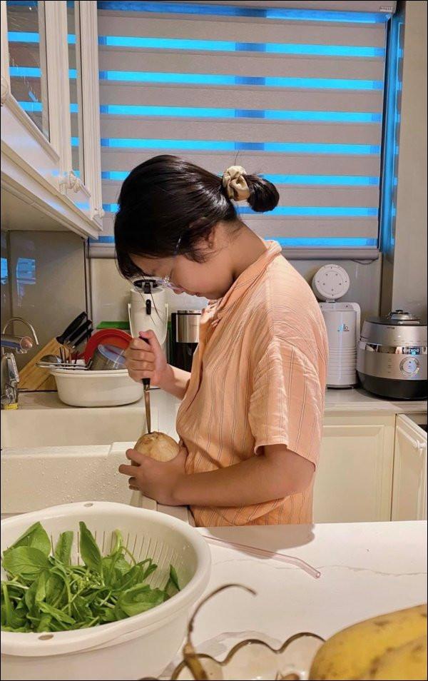 Làm mẹ đơn thân như MC Diệp Chi thật ấm lòng, con gái không chỉ họcgiỏi mà cònngoan, tình cảm khiến ai cũng cảm động-5