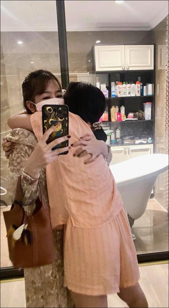 Làm mẹ đơn thân như MC Diệp Chi thật ấm lòng, con gái không chỉ họcgiỏi mà cònngoan, tình cảm khiến ai cũng cảm động-4