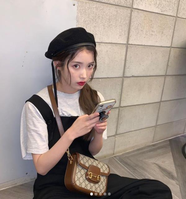 Mix đồ với váy yếm: Jennie BLACKPINK gợi cảm, IU hóa tiểu thư-1