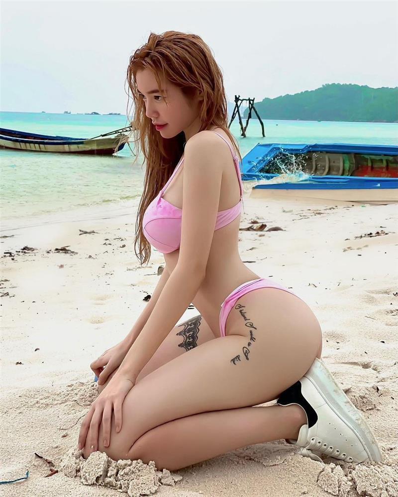 Elly Trần khiến người xem hết hồn với ảnh bikini như muốn khỏa thân-6