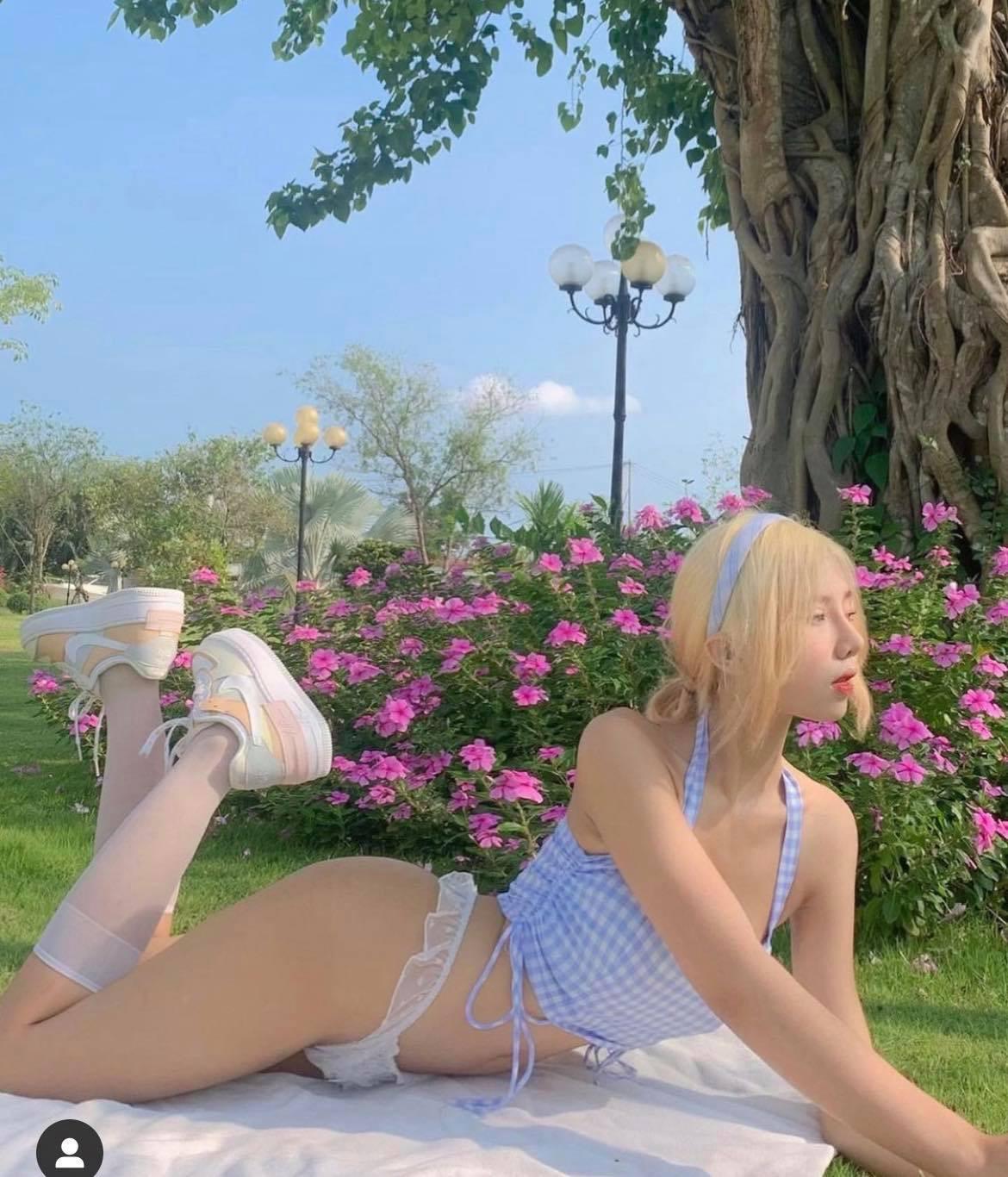 Chụp nội y giữa vườn chè ở Sơn La, mỹ nữ giấu mặt khoe nét gợi cảm hút mắt - 4
