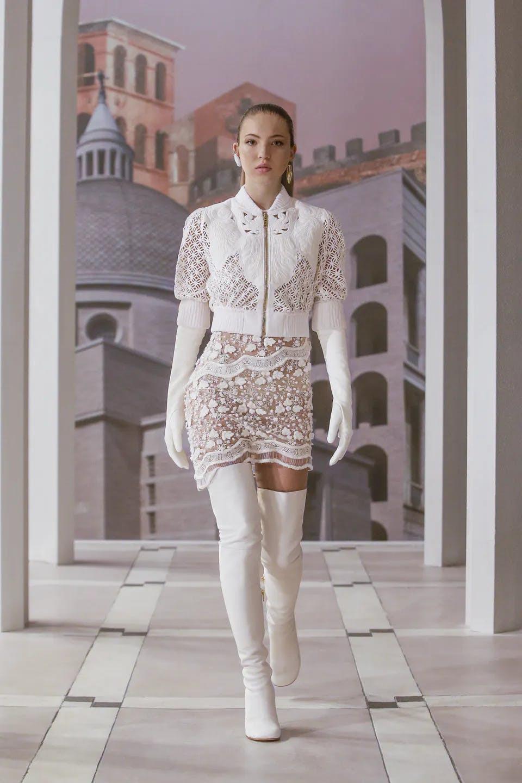 Sự trở lại của Haute Couture lộng lẫy trên sàn catwalk thời trang thế giới 2021 - 13