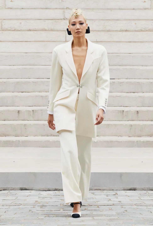 Sự trở lại của Haute Couture lộng lẫy trên sàn catwalk thời trang thế giới 2021 - 8