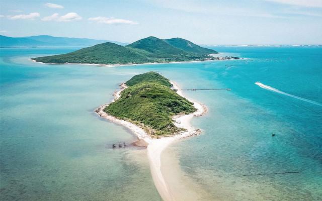 Đảo Điệp Sơn: Điểm sống ảo cực chất với con đường xuyên biển vạn người mê - 2