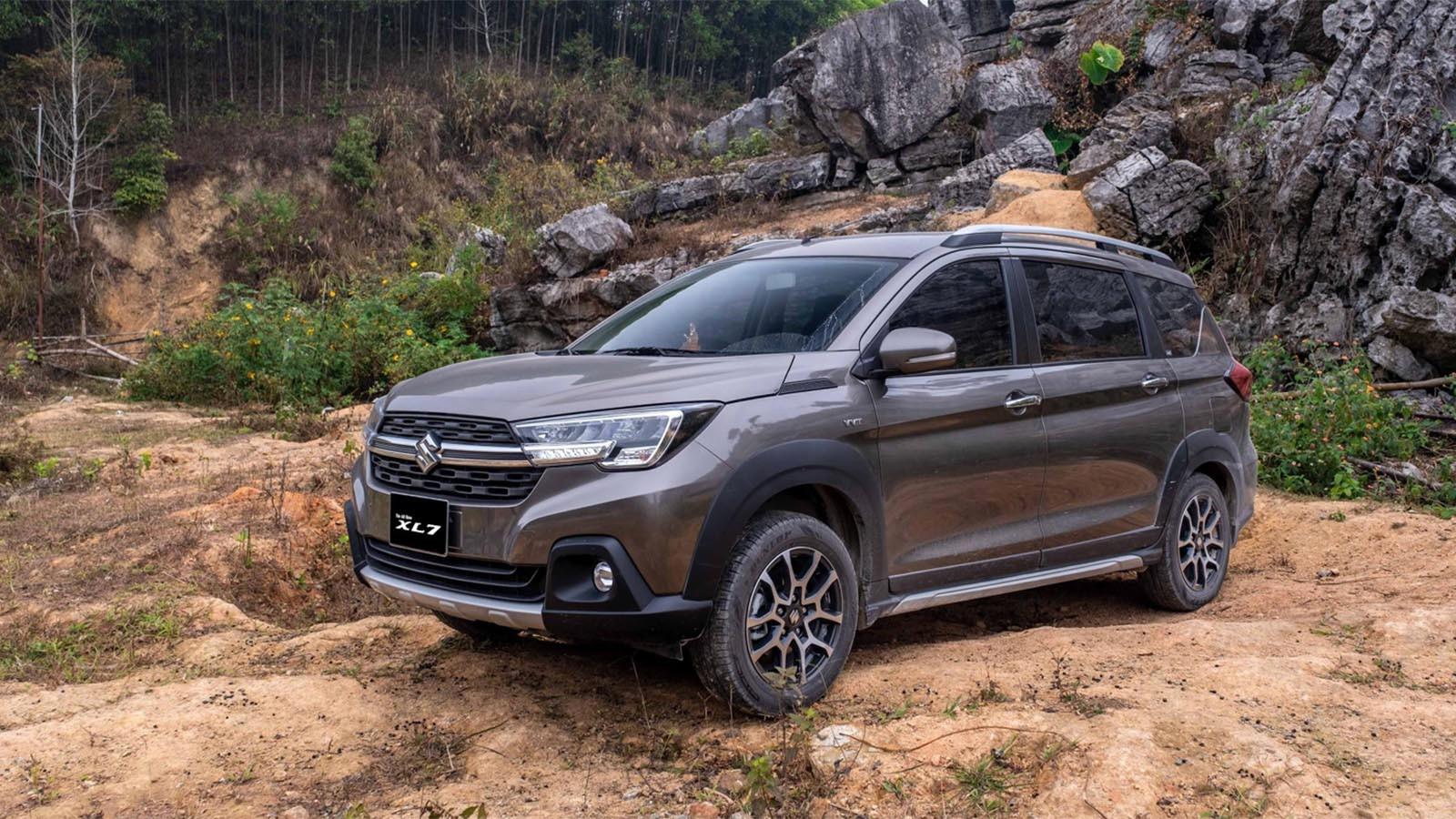 Suzuki XL7 tôn vẻ thể thao và mạnh mẽ cho người cầm lái.
