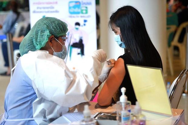 Thai Lan bao ve bien phap su dung ket hop 2 loai vaccine COVID-19 hinh anh 1