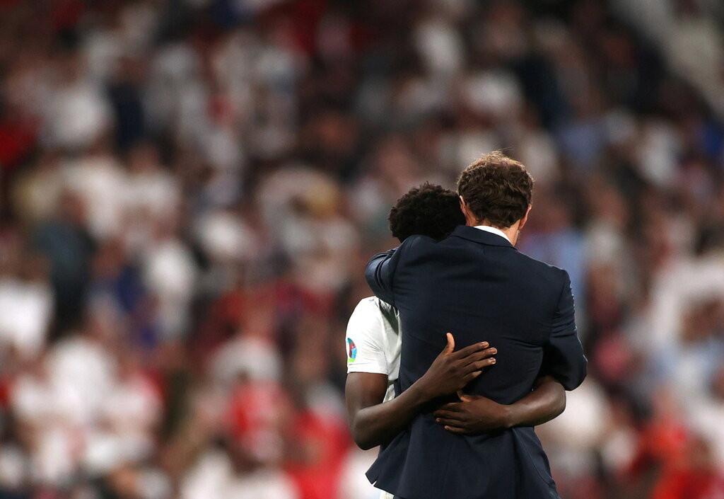 Dân mạng kỳ thị chủng tộc ba cầu thủ Anh sút hỏng luân lưu