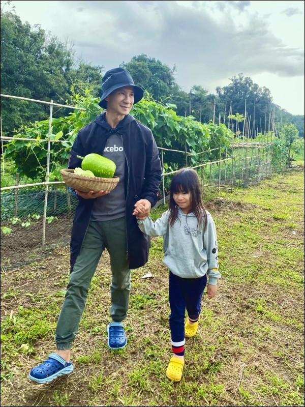 Cuộc sống xanh nơi thôn quê tránh dịch củagia đình đạo diễn Lý Hải