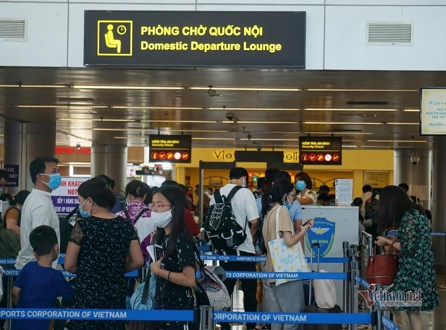 Hơn 18.000 khách bay từ TP.HCM ra Hà Nội cách ly tại nhà