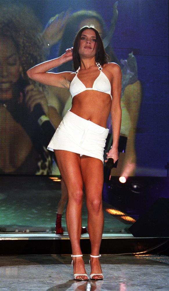 5 items Victoria Beckham diện cách đây 20 năm vẫn SO HOT đến hiện tại-7