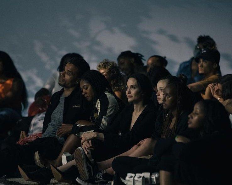 Angelina Jolie đang hẹn hò The Weeknd?-2