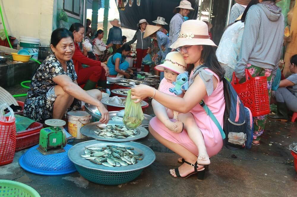 Về đầm Chuồn xứ Huế thưởng thức món bánh khoái cá Kình độc lạ - 3