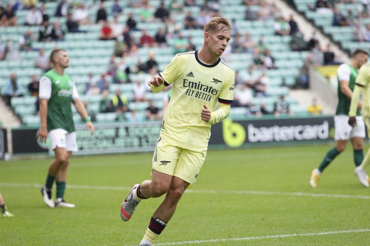 Phải đến phút 82, Smith Rowe mới rút ngắn tỷ số cho Arsenal vớitình huống xâm nhập vòng cấm và dứt điểm mẫu mực.