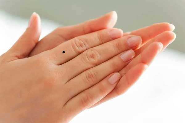 Nhìn nốt ruồi trên ngón tay, đoán được tương tai giàu hay nghèo, sướng hay khổ-1