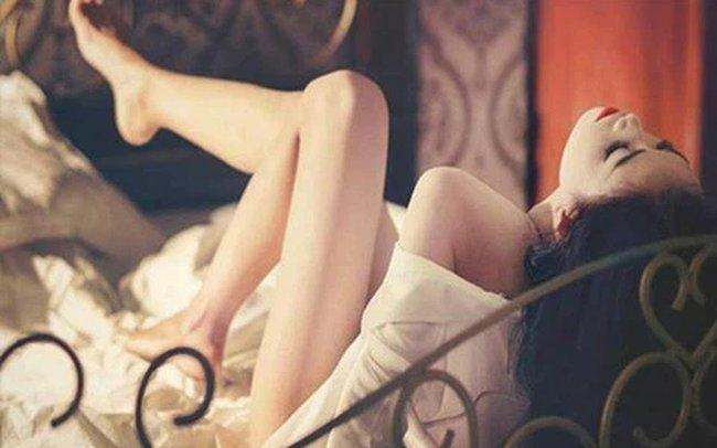 Nữ shipper giày đỏ bí ẩn và màn ân ái điên dại lúc ban trưa: Cú twist phút cuối khiến gã chồng ngoại tình sa chân ê chề nhục nhã-2