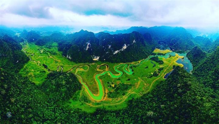 Gần Hà Nội có một thảo nguyên đổi cảnh theo mùa, xách ba lô đi ngay khi hết dịch - 1