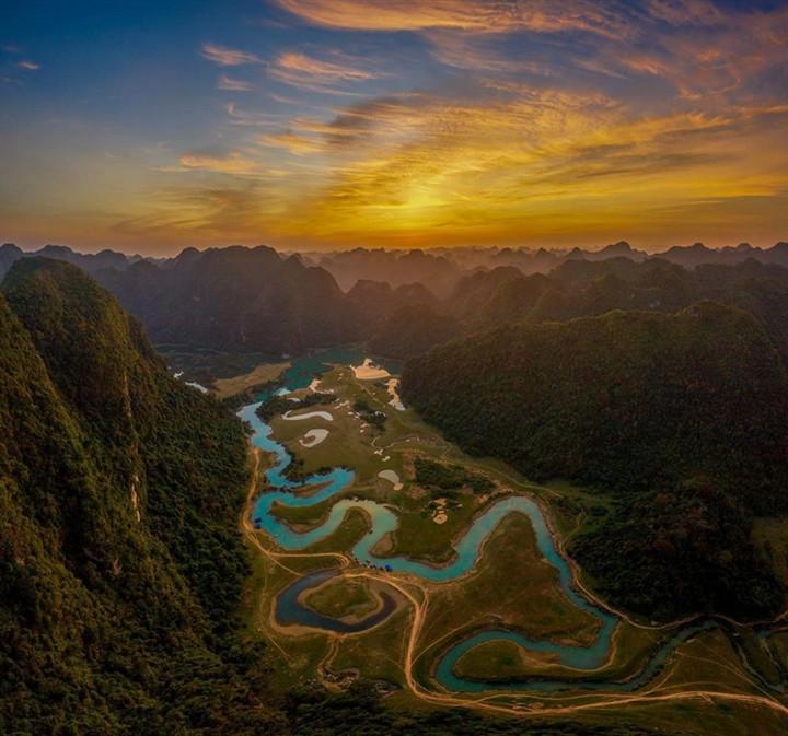 Gần Hà Nội có một thảo nguyên đổi cảnh theo mùa, xách ba lô đi ngay khi hết dịch - 10