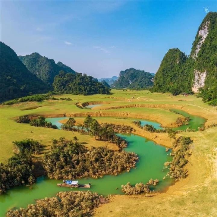 Gần Hà Nội có một thảo nguyên đổi cảnh theo mùa, xách ba lô đi ngay khi hết dịch - 3