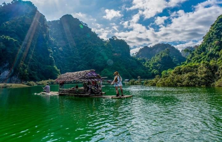 Gần Hà Nội có một thảo nguyên đổi cảnh theo mùa, xách ba lô đi ngay khi hết dịch - 4