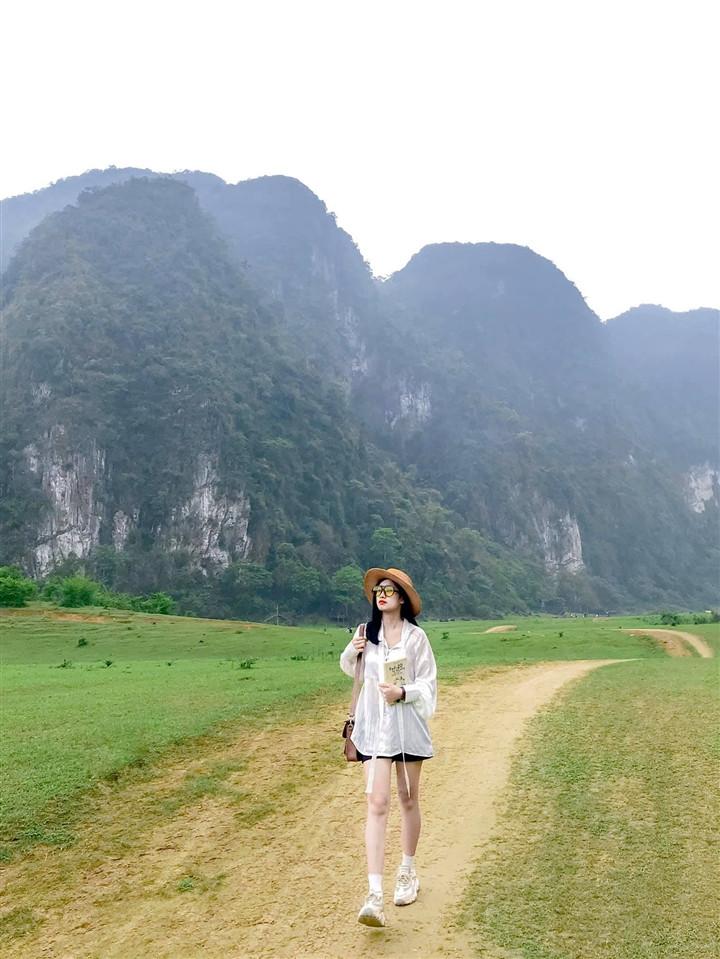 Gần Hà Nội có một thảo nguyên đổi cảnh theo mùa, xách ba lô đi ngay khi hết dịch - 8
